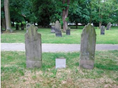 Hannover'deki Osmanlı mezarları Önde Şemdinli'den gelen Derviş Mehmet